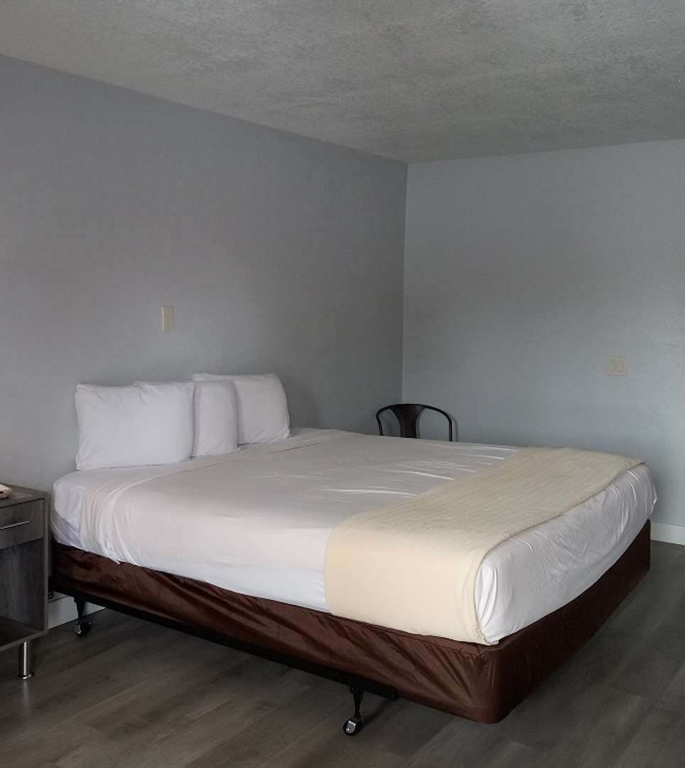 BOOK YOUR RESERVATION AT E-Z 8 MOTEL PHOENIX TODAY